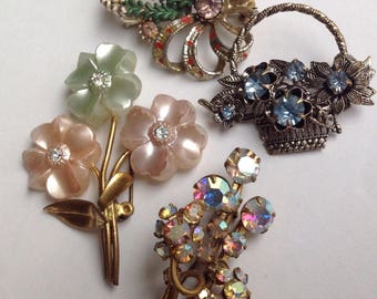 c1950s 4 True Vintage Pretty Brooches Brooch themed Flowers colourful plastic pearl