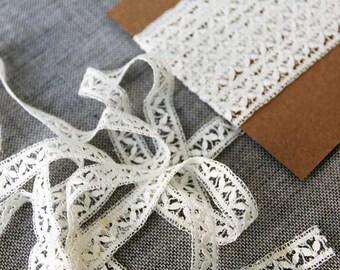 Vintage lace trim, cream leaf pattern lace, 10mm wide lace trim