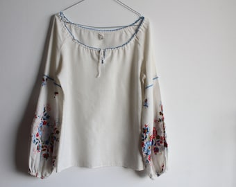 1970's vintage peasant blouse with embroidered bell sleeves, size S