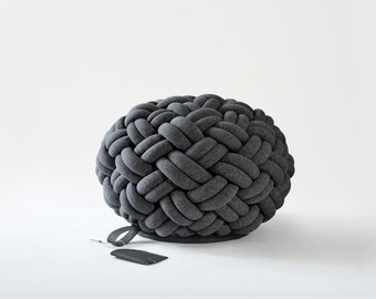 KNOTTY floor cushion (Ø 50 cm, dark grey)