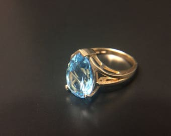 10K yellow gold and blue topaz ring, size 6.5, weight 4.8 grams