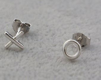 Tiny Pair Sterling Silver Kiss and Hug  xo  Mismatched Stud Earrings e66