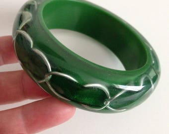 Bangle - Chunky funky green plasti bangle with metal chain and ribbon inclusion retro design