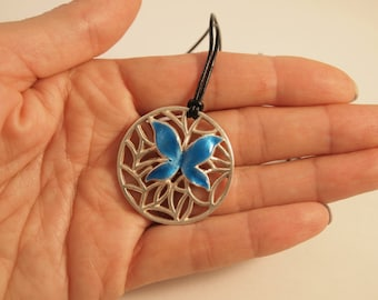 Round pendant butterfly in silver with enamel  fire