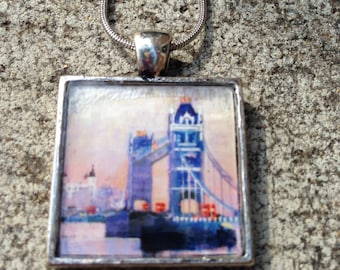 London Bridge resin pendant necklace