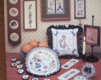 """1986 Stoney Creek Cross Stitch paper pattern booklet """"Small Favors"""" 26 pages used Country cross stitch"""