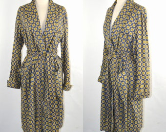 1970s Mens Blue and Gold Medallion Print Robe by The Higbee Company Cleveland, State O Maine