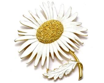 Vintage unsigned Marvella large white enamel gold toned sunflower brooch