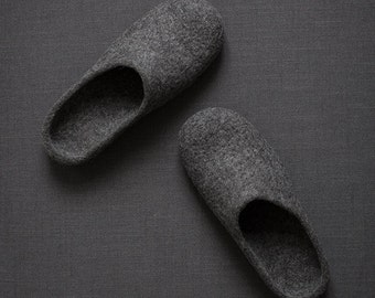 Men slippers with soles Felted slippers Organic wool men house shoes Dark grey slippers Gray organic wool clogs Eco friendly gift for him
