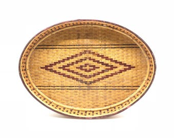 Woven wicker oval tray // vintage rattan tray // bohemian and eclectic decor
