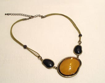 Glass necklace (347)
