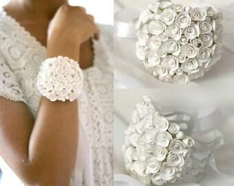 white rose bracelet, flower bracelet, white jewellery, bride bracelet, white corsage, bridesmaids bracelet, gift for her, green corsage