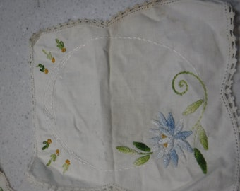 Collection of 5 vintage linens, blue accents