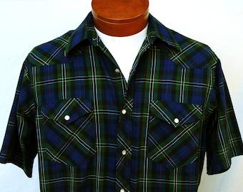 Vintage Mens Short Sleeve Plaid Wrangler Pearl Snap Shirt Cowboy Cut Western Blue Green Made in USA Long Tails 16