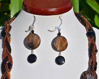Earrings black and Brown striped shell