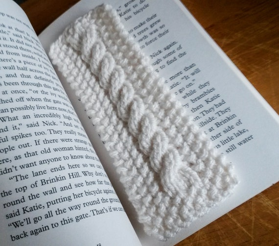 Knit bookmark: Aran handknitted bookmark. Made in Ireland. Cable knit. Options for customisation. Traditional white yarn. Original design.