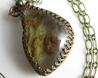 Quartz fantôme Dangle Long collier - quartz forme libre en laiton