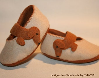 Jello'07 felt baby shoes 'Dachshund'