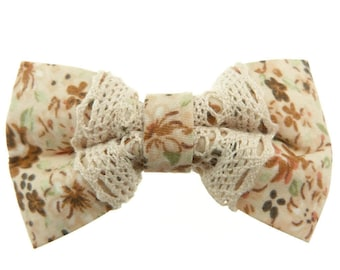 Clip hair woman shabby chic boudoir retro bow tie beige flowers lace fabric