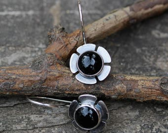 Black onyx flower dangle earrings /sterling silver dangle earrings / gift for her / black stone earrings / silver earrings / jewelry sale