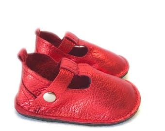 Solid t-straps leather shoes, vintage saddle  Baby shoes,  moccasins with hard rubber sole, Mary Janes