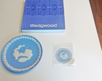 1969 Wedgwood Christmas Plate Blue and White Jasper ware Windsor Castle in original box with documentation First in Series limited edition
