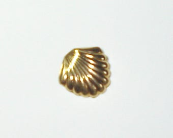 10K Yellow Gold Curved Seashell/Fanned Pendant for Necklace