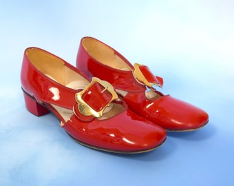 Vintage 60s Red Patent Faux Leather Cut Out Oxfords with Gold Tone Metal Buckles and Block Heels (size 6.5)