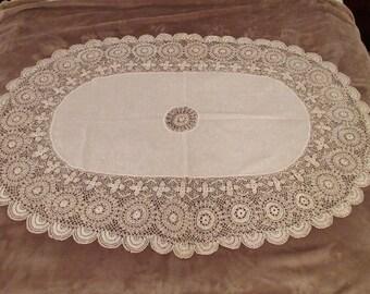 Beautiful! Vintage Crochet Table Cloth:Vintage Linen