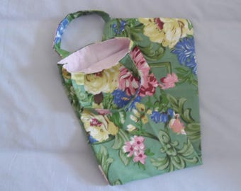 Bread, cotton, reversible bag... flowers on green background