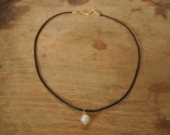 Ceclia Freshwater Pearl Leather Necklace / Elegant Freshwater Pearls / Boho Chic Necklace