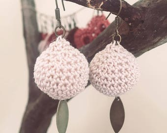 Crochet dangle earrings