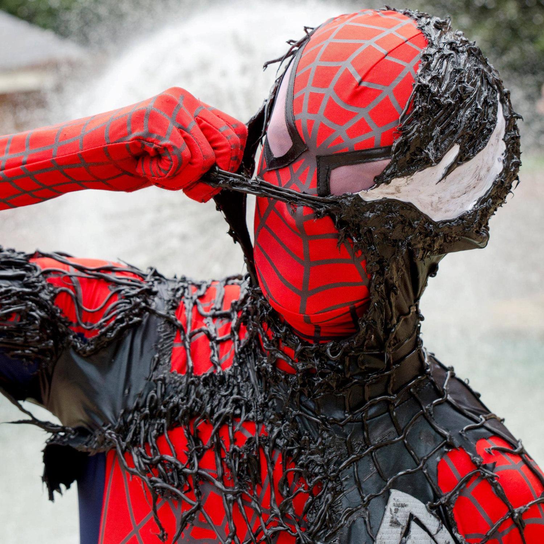 Becoming venom suit black red spiderman costume jeuxipadfo Images