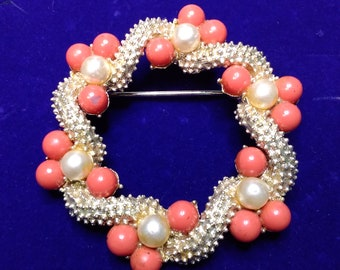 Lovely Coro brooch, gold-tone and coral
