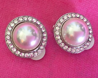 1980's Faux pearl surrounded by 25 tiny rhinestones Clip on Earrings
