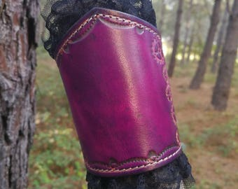 Leather, lace, leather and lace, Leather Wristband cuff cuff Lace wristband, Lace and leather cuff steampunk Purple