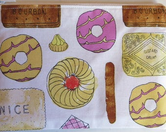 Biscuit print pouch