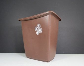Retro Plastic Trash Can // Mid Century Modern Rubbermaid Brown Waste Basket White Floral Design 1960's 1970's Mod Home Decor Bathroom Office