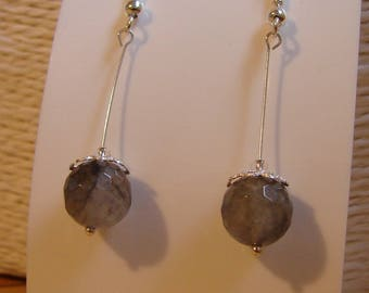 Pair of earrings: 925 sterling silver and grey quartz