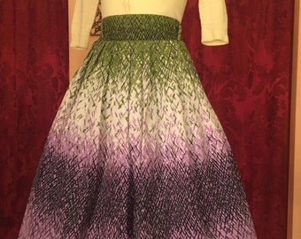 """Adorable! 1950s """"Cruise Cottons"""" Lavender / Green / White Spring Skirt"""