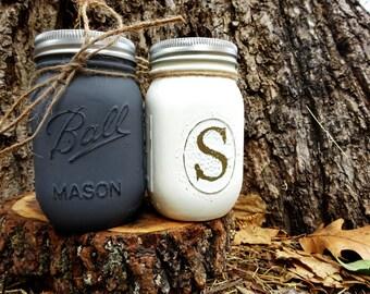 Unique Pint Size Mason Jar Salt and Pepper Shakers. Salt and Pepper Set. Shaker Set. Kitchen Storage. Kitchen Decor. Rustic Kitchen Decor.