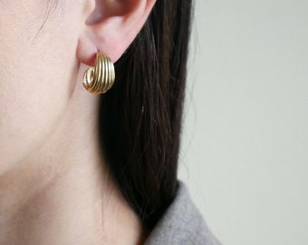 Curled Small Gold Earring
