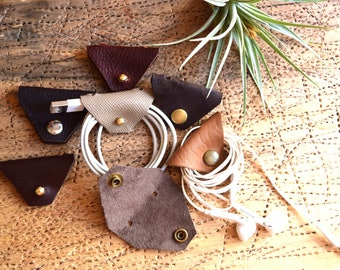 Earbud Organizer / Leather Cord Keeper / Leather Earbud Organizer / Leather Cord Tie