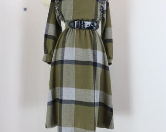1980s Dress - Olive Green Plaid Flare Midi - Winter Fall - Fringe - Long Sleeve - Belted - Country Western - Size Medium