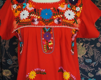 Red dress in cotton fully embroidered has hand-size: 36/38-1970