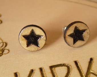 Wooden stud earrings with star detail