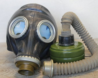 Vintage Soviet Army Gas Mask ... Military ... punk ... Military ... cyber ... gothik ... USSR ... Russian ... punk