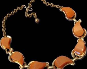 VINTAGE Fabulous peach Moon glow Lucite/thermoset Necklace
