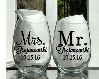 DECALS Set of 2 Mr and Mrs, Mr and Mrs wine glasses, Engagement gift, Anniversary gift, Wedding gift, Personalized wedding gift