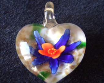 Heart Shaped Flower Detail Clear Glass Pendant